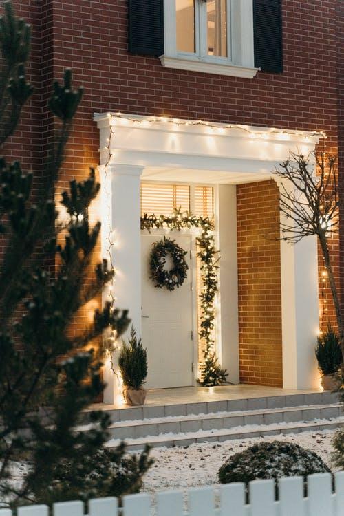 60+ Gorgeous Christmas Porch Decorating Ideas