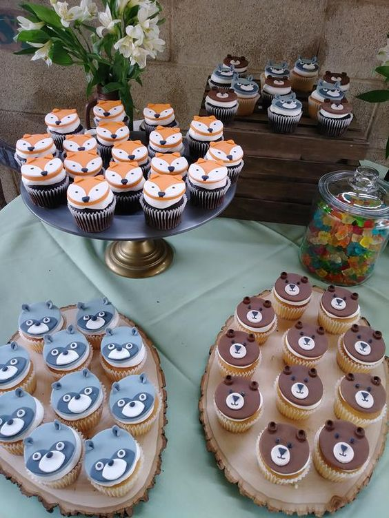 Enchanted Forest Party Theme Ideas for Kids Birthday WOODLAND CREATURE CUPCAKES momooze.com online magazine for moms