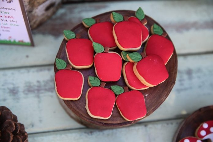 Enchanted Forest Party Theme Ideas for Kids Birthday apple shaped cookie momooze.com online magazine for moms