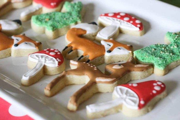 Enchanted Forest Party Theme Ideas for Kids Birthday forest animals cookies momooze.com online magazine for moms