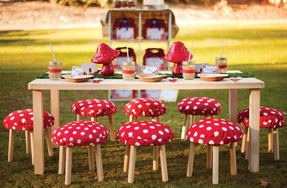 Enchanted Forest Party Theme Ideas for Kids Birthday outdoor table seating momooze.com online magazine for moms