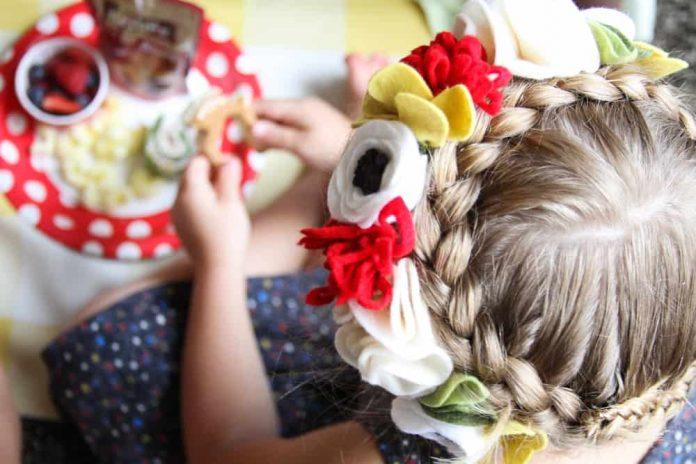 Enchanted Forest Party Theme Ideas for Kids Birthday woodland hairstyle momooze.com online magazine for moms