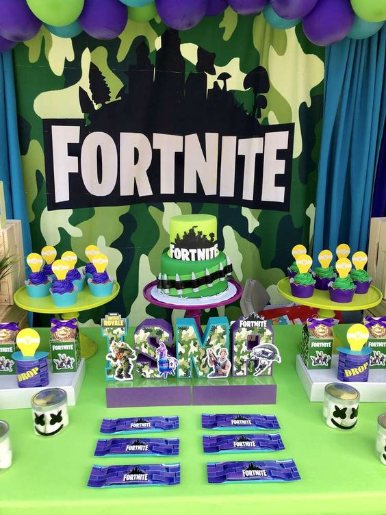 Fortnite-Birthday-Party-dessert-display