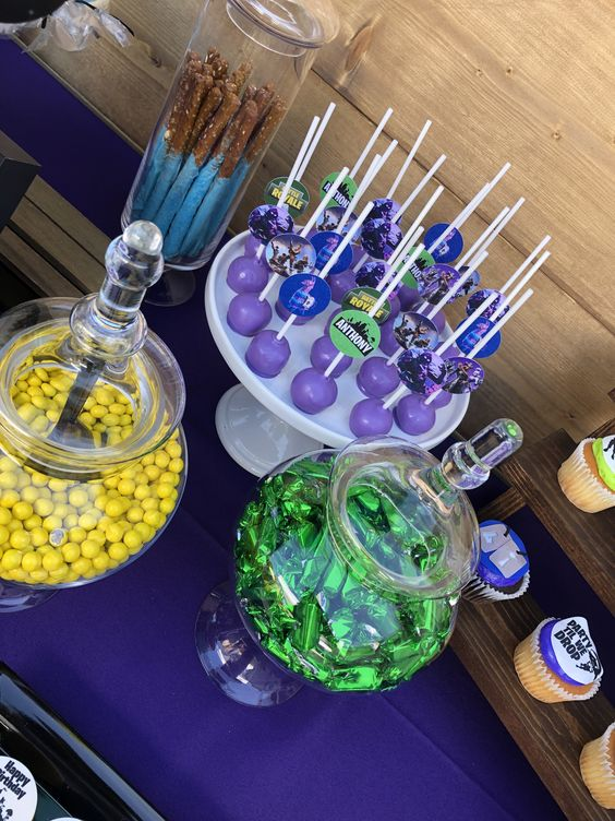 Fortnite-Birthday-Party-dessert-table