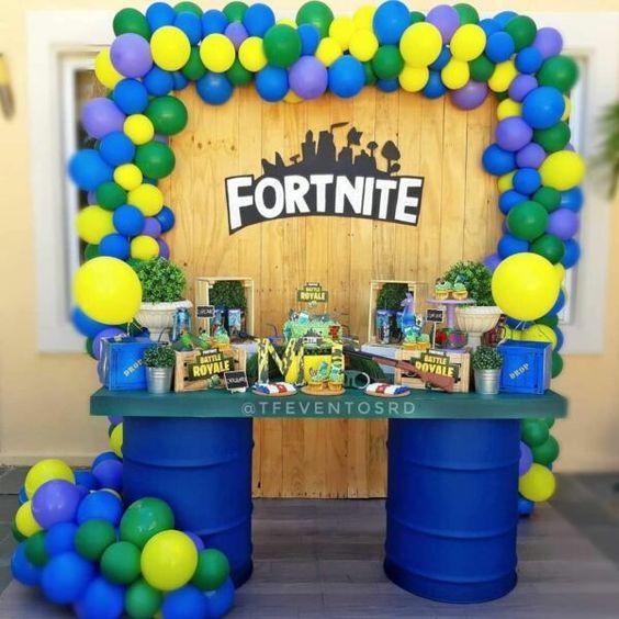 Fortnite-Birthday-Party-diy-decorations