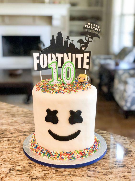 Fortnite-Birthday-Party-simple-diy-cake