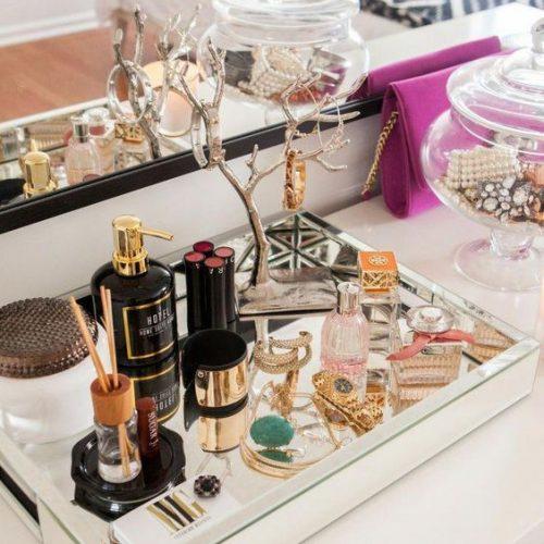 makeup organization idea using mirror tray