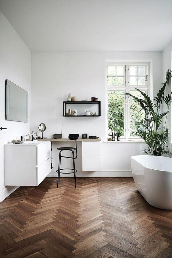 Scandinavian bathroom - wooden floors
