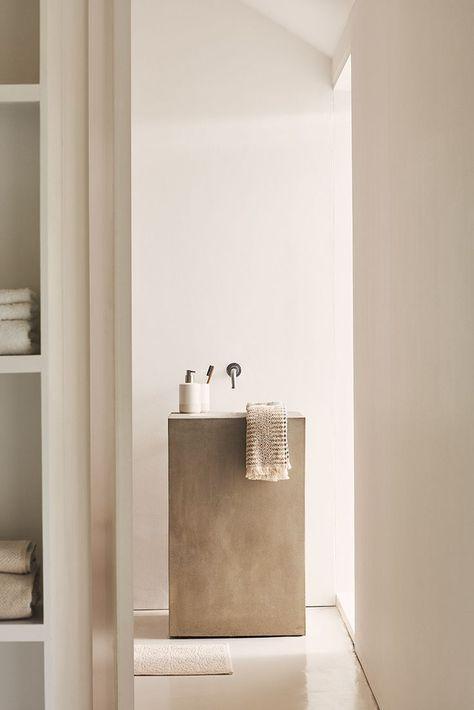 Scandinavian bathroom - beige tones