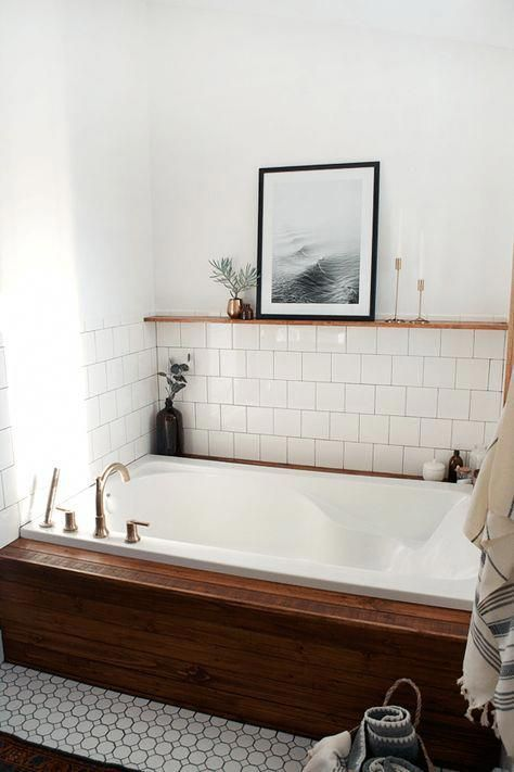 Scandinavian bathroom - bath tub decor frames
