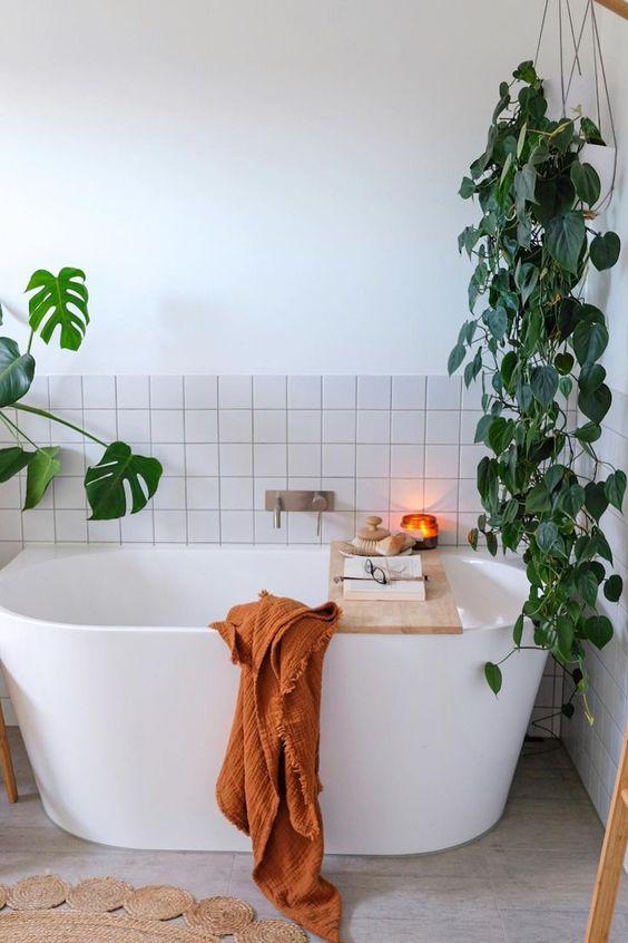 Scandinavian bathroom - bath tub oasis