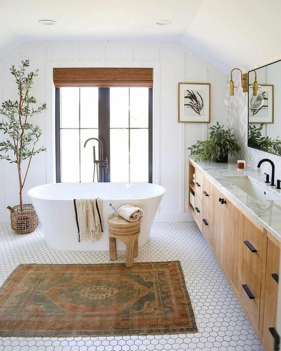 Scandinavian bathroom -small bathroom with plants and rug