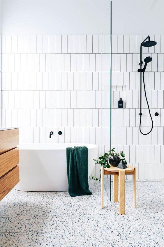 Scandinavian bathroom - white tiles floor to ceiling
