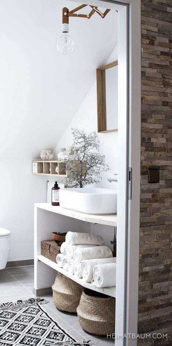 Scandinavian bathroom - natural tones with white