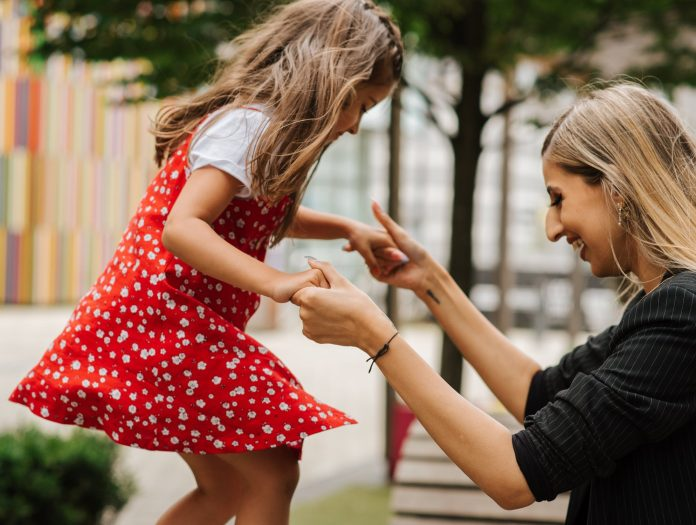 Three Steps To Help You Connect With Other Moms