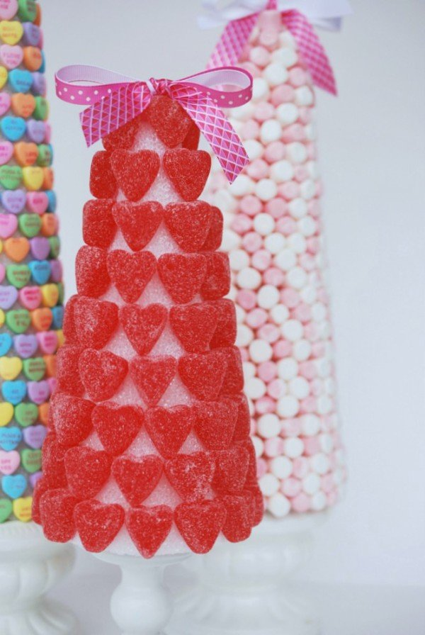 Top Valentine's Day DIY Ideas Valentine's Day candy trees momooze.com online magazine for moms