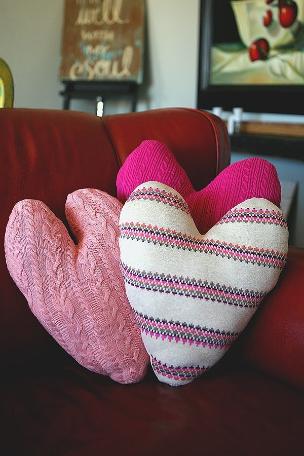 Top Valentine's Day DIY Ideas sweater heart pillows tutorial momooze.com online magazine for moms