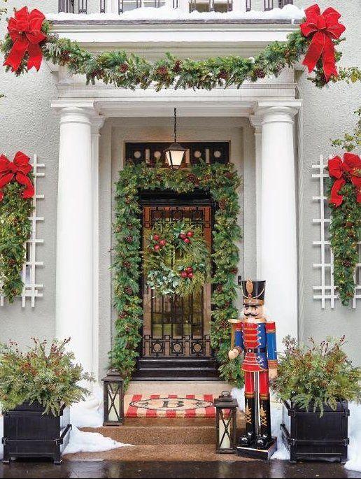 best christmas porch decoration garlands nutcracker momooze.com online magazine for modern moms