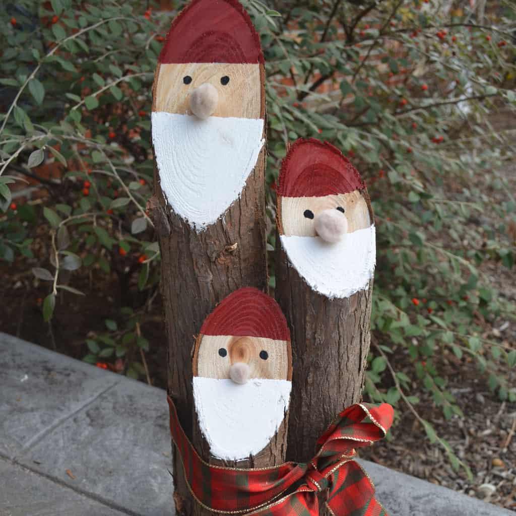 best christmas porch decoration ideas santa wood DIY momooze.com online magazine for modern moms