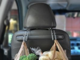 car hacks backseat grocery hooks momooze.com online magazine for moms