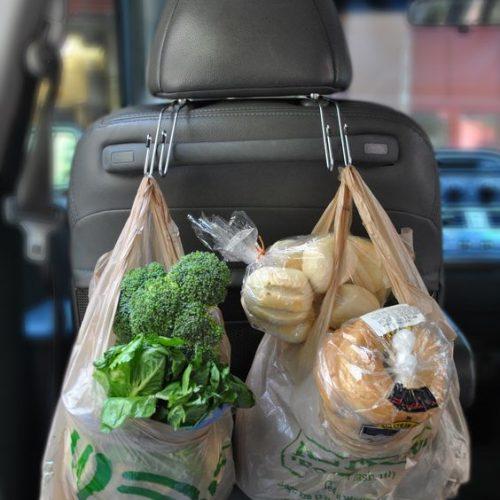 car hacks backseat grocery hooks momooze.com online magazine for moms