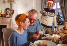 christmas activities three generations kids elderly grandparents christmas party games momooze.com online magazine for modern moms