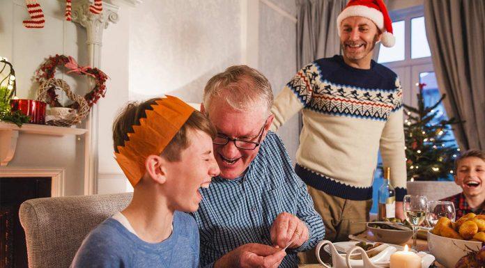 christmas activities three generations kids elderly grandparents christmas party games momooze.com online magazine for modern moms
