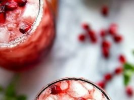 35+ Easy Christmas Punch (Alcoholic + Non Alcoholic)