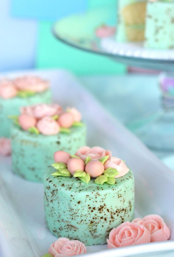 delicious Easter brunch recipes mini cpeckled egg cakes momooze.com online magazine for moms