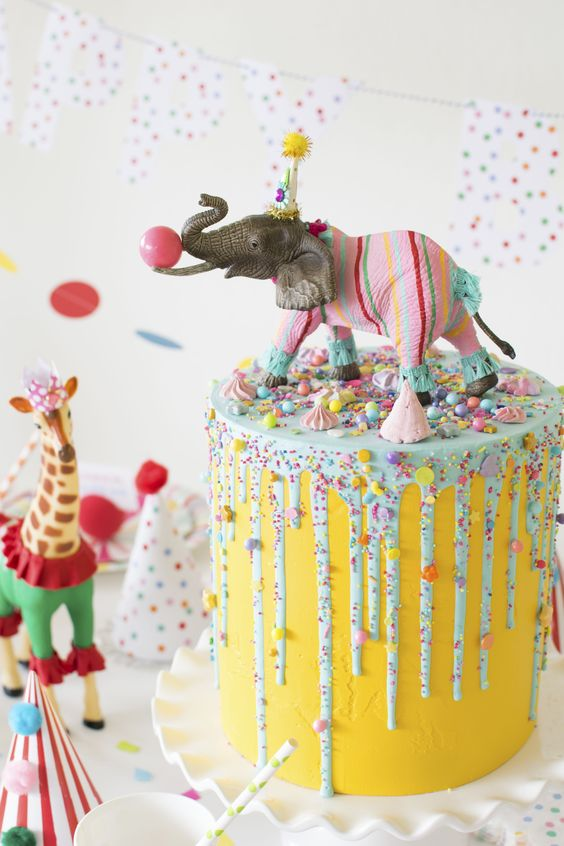 for heavens cake stunning delicious beautiful circus animal cake momooze.com online magazine for moms