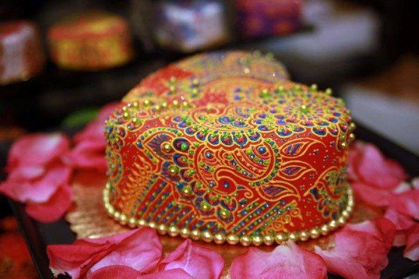 for heavens cake stunning delicious beautiful custom henna-inspired cake momooze.com online magazine for moms