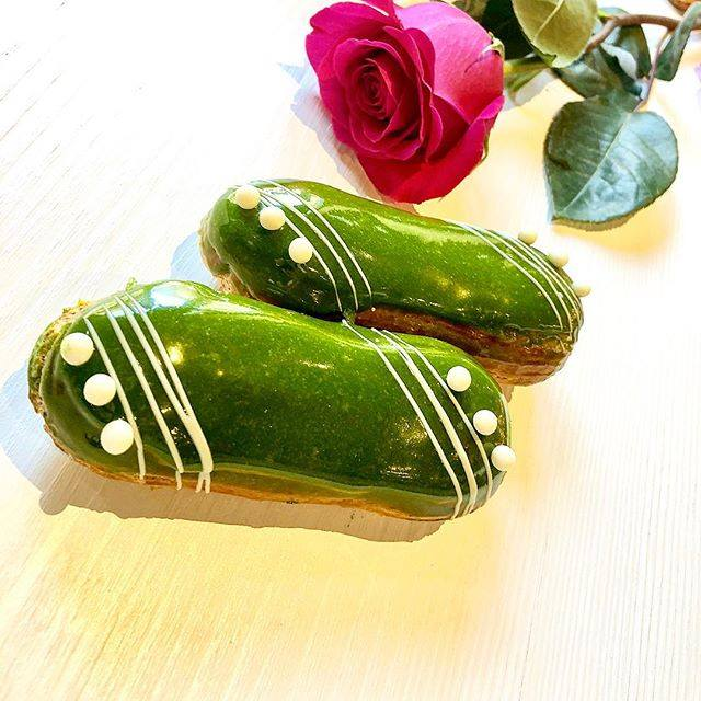 haute cuisine treats pastry Chef Francois Payard matcha eclairs momooze.com online magazine for modern moms