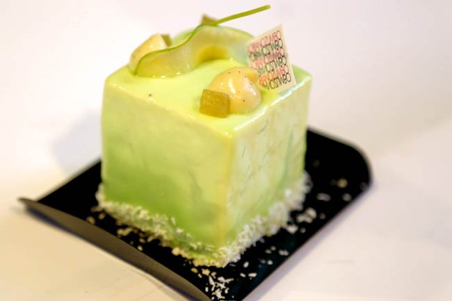 haute cuisine treats pastry Chef adriano zumbo apple maple cheesecake momooze.com online magazine for modern moms