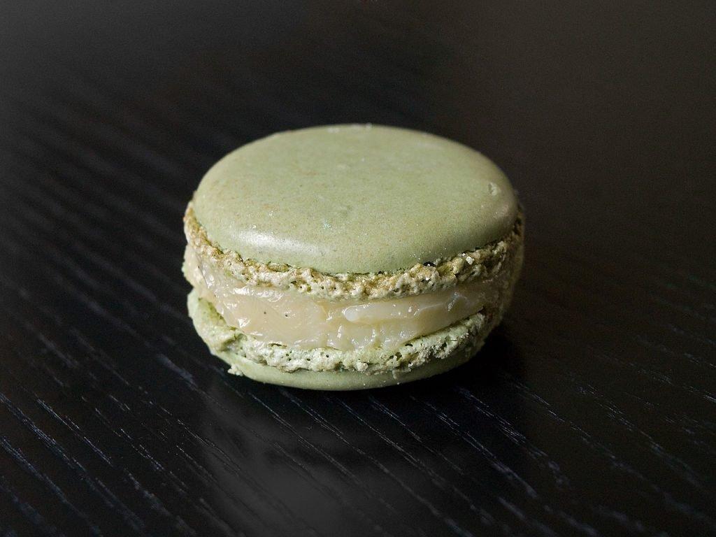 haute cuisine treats pastry pierre herme olive oil vanilla macaroons momooze.com online magazine for modern moms