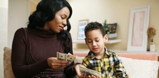 kids money lesson teaching momooze.com