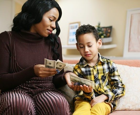 kids money lesson teaching momooze.com