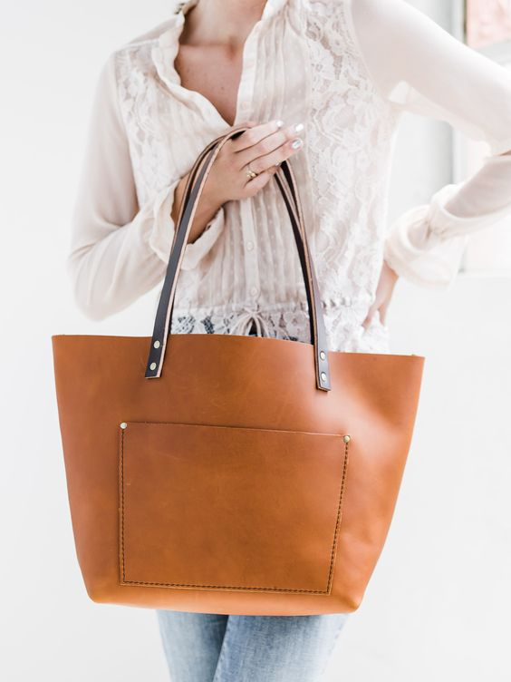 must have fashion style for working moms chic elegant leather tote momooze online magazine for modern moms