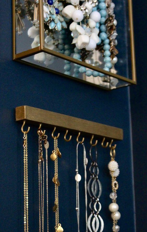 necklace organizer