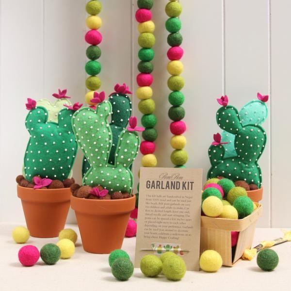 pom pom decor party ideas (30)