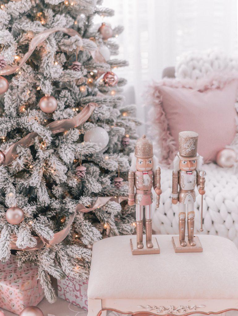 ultimate christmas decoration vintage nutcrackers momooze.com online magazine for modern moms