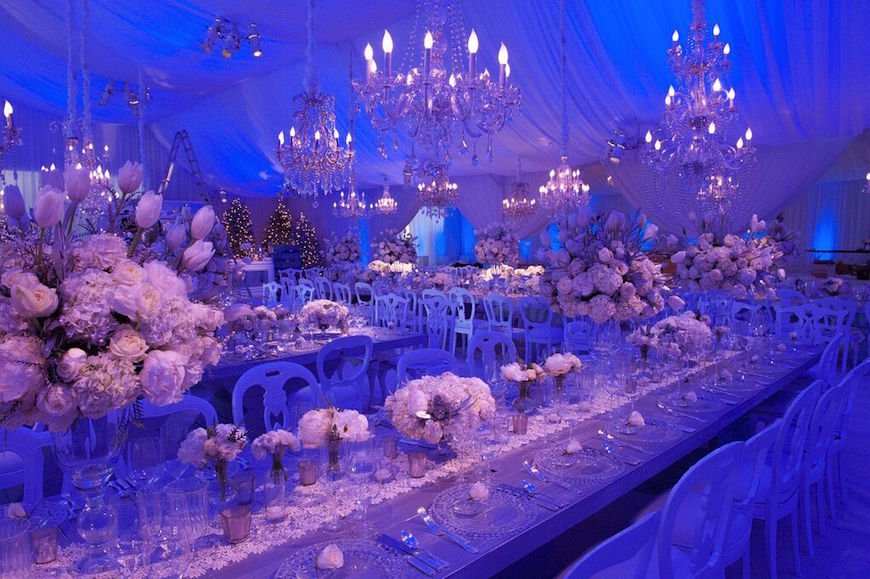 66eb07bb948cb 27Icy Wonderland: Glistening Chandeliers, White Roses and Seductive Crystal