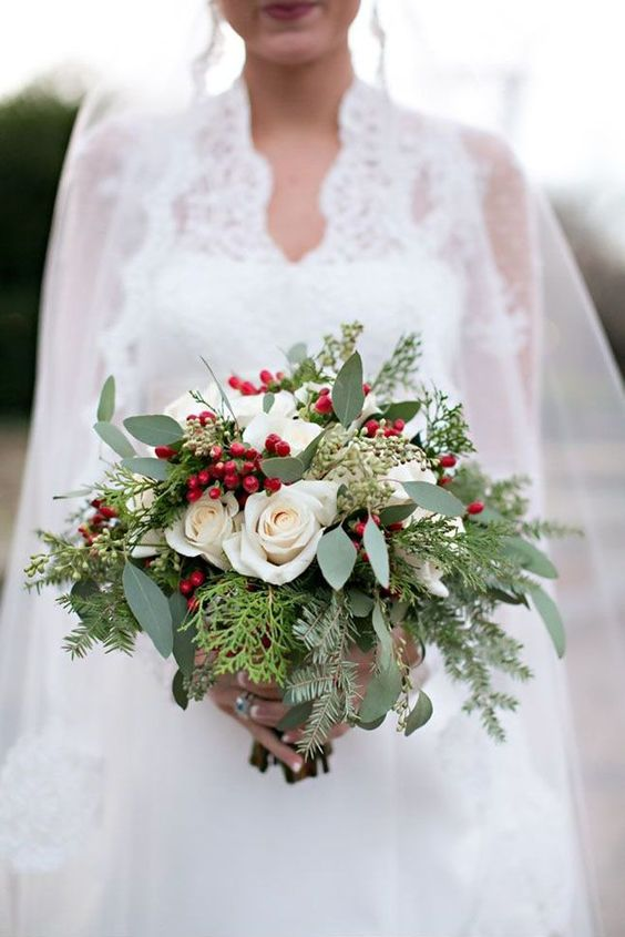 ultimate winter wedding inspiration christmas themed bouquet momooze.com online magazine for moms