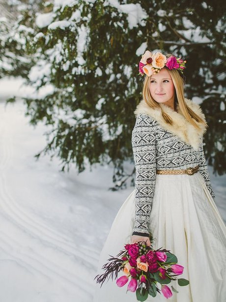 ultimate winter wedding inspiration stunning winter wedding dress momooze.com online magazine for moms