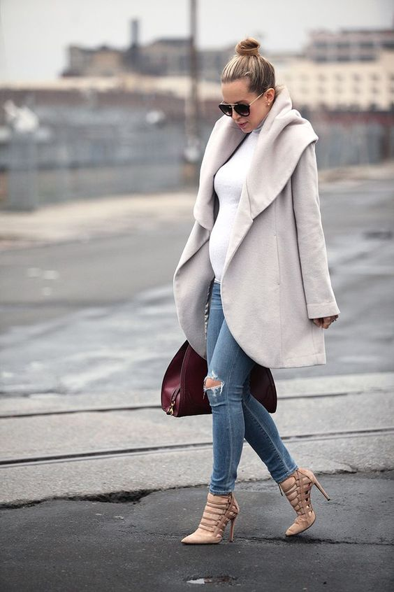 winter maternity outfits coat turtle neck momooze.com online magazine for moms
