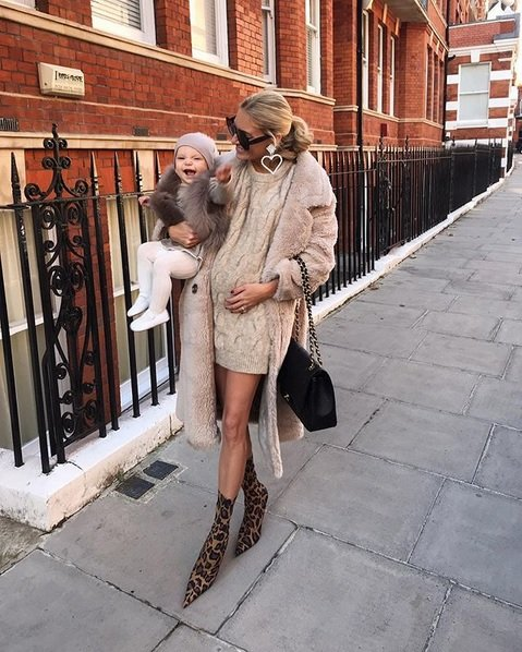 winter maternity outfits fashion coat style momooze.com online magazine for moms