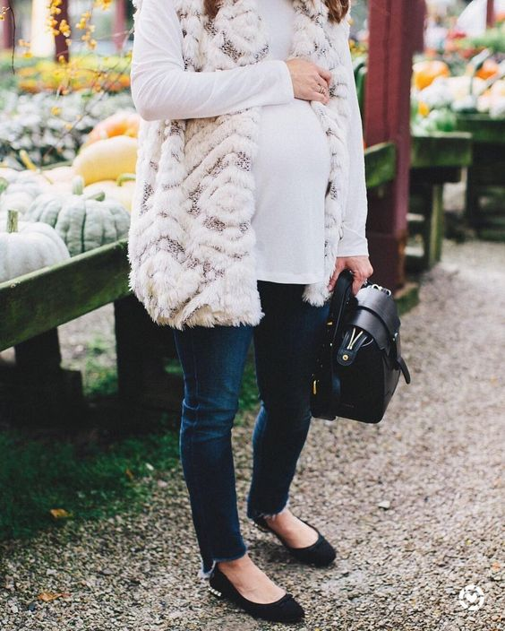 winter maternity outfits faux fur vest momooze.com online magazine for moms