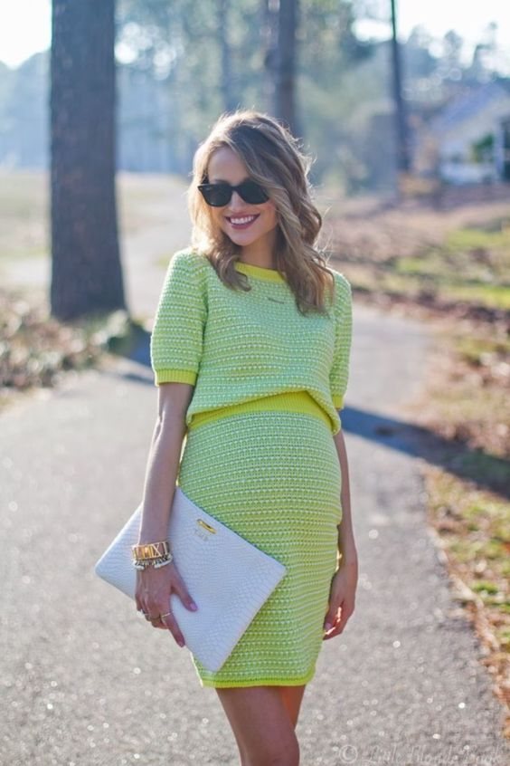 winter maternity outfits lemon dress momooze.com online magazine for moms