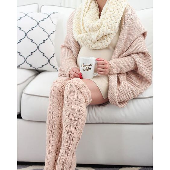 winter maternity outfits sweater pink cute momooze.com online magazine for moms