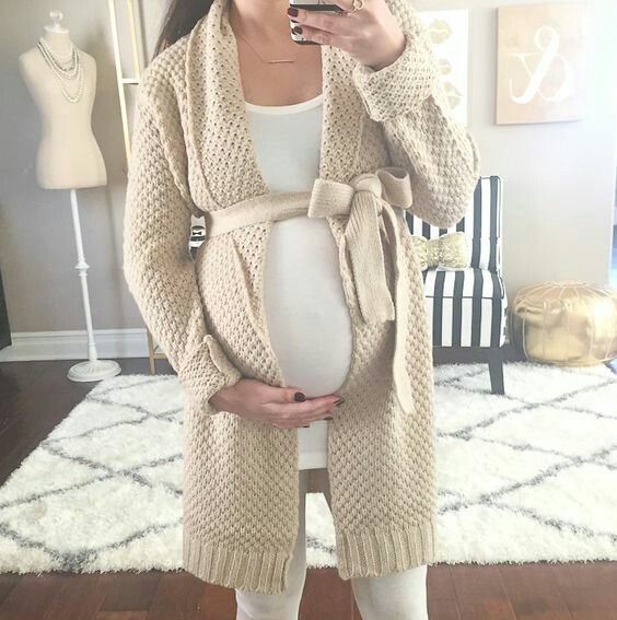 winter maternity outfits sweater vest momooze.com online magazine for moms